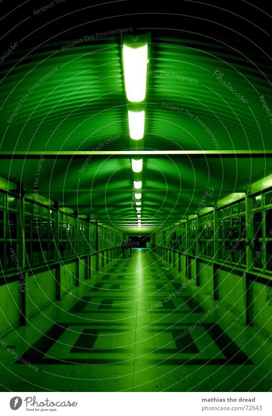 es ist ein langer weg bis zum ziel grün Einsamkeit dunkel Berlin Fenster Beleuchtung leer Perspektive gefährlich bedrohlich Fliesen u. Kacheln Quadrat Tunnel