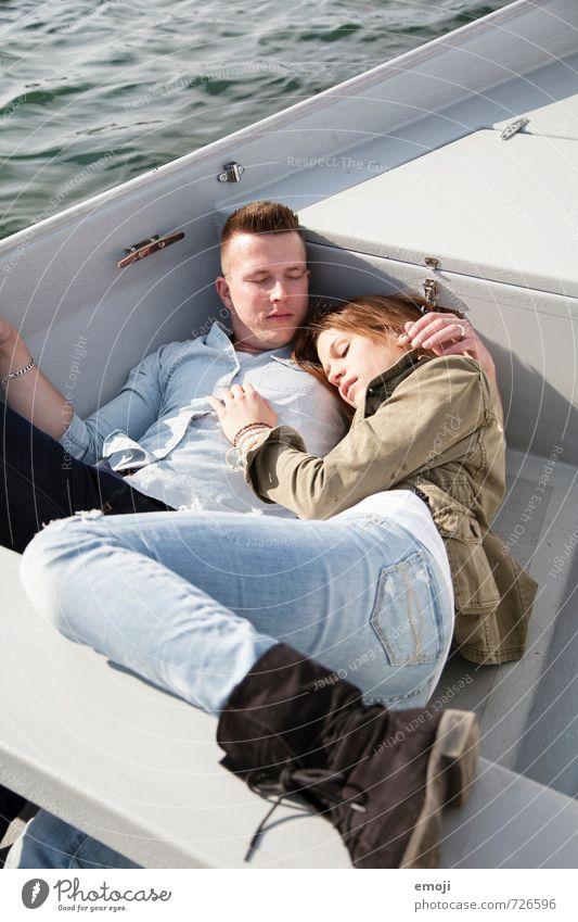 auf dem See maskulin feminin Junge Frau Jugendliche Junger Mann Paar 2 Mensch 18-30 Jahre Erwachsene trendy Freizeit & Hobby Ruderboot Erholung liegen