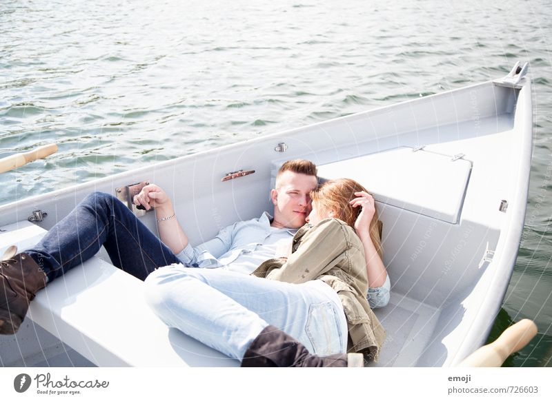 chill maskulin feminin Junge Frau Jugendliche Junger Mann Paar 2 Mensch 18-30 Jahre Erwachsene Wasser Frühling Schönes Wetter See schön Freizeit & Hobby