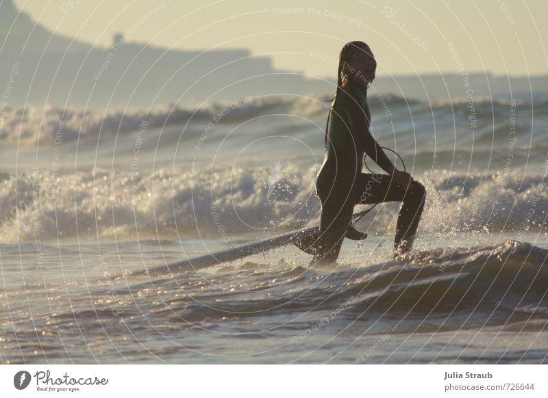 Surfergirl in der Abendsonne im Weißwasser Freude Freizeit & Hobby Surfen Ferien & Urlaub & Reisen Tourismus Abenteuer Freiheit Sommer Sommerurlaub Sonne Strand