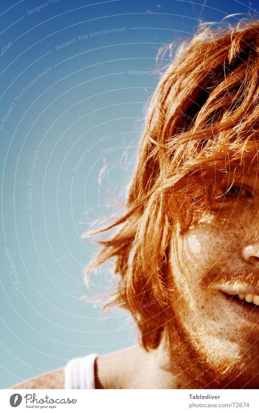 Löwenmähne Mann Sonne Sommer Strand lachen Haare & Frisuren braun Bart grinsen Sonnenbad Sommersprossen rothaarig Haarsträhne Gesicht Filz Unterhemd