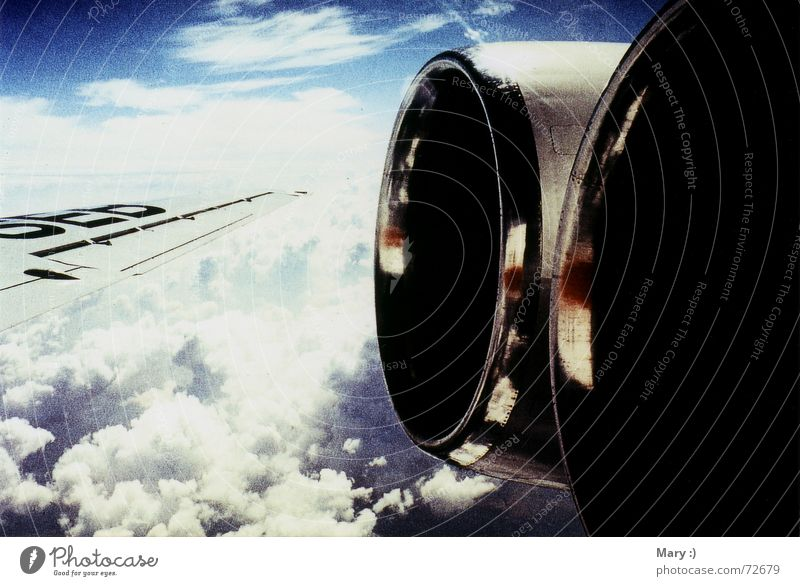 Fensterplatz Wolken Flugzeug Tragfläche Himmel düsen Ferien & Urlaub & Reisen Freiheit Fensterblick