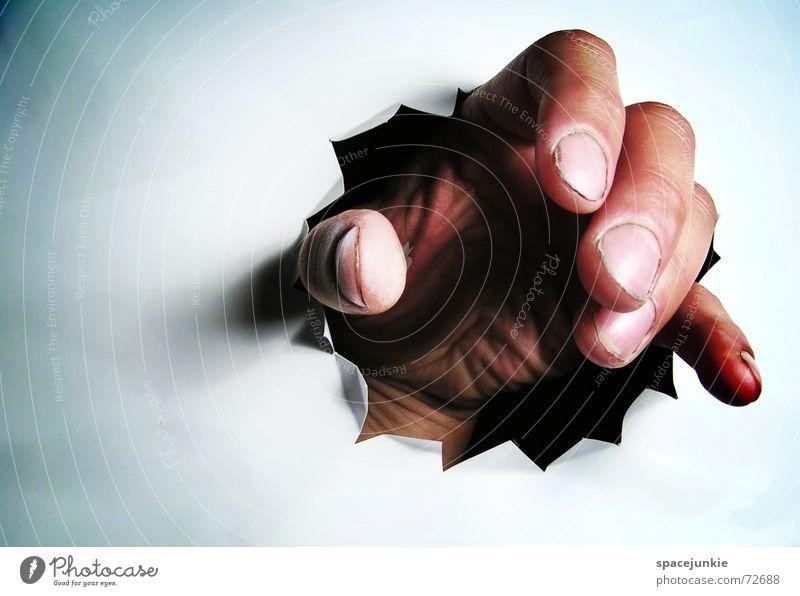 CATCHING YOU! Wand weiß Hand fangen Finger schwarz dunkel Loch Versteck verstecken Detailaufnahme