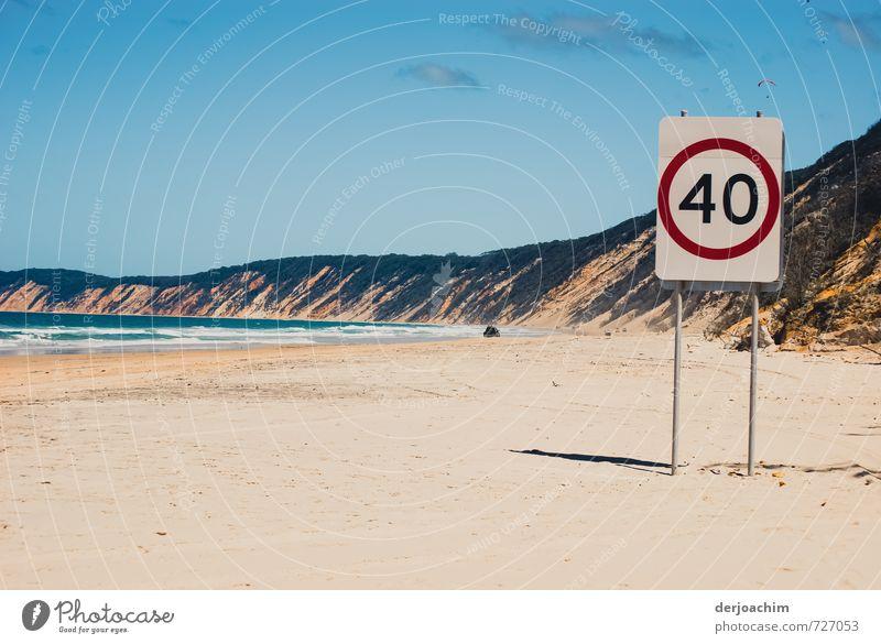 Strandfahren für Autos in diesem Strandbereich, ist die Höchstgeschwindigkeit auf 40 km begrenzt. Mit Hinweisschild 40 Km.  Beautiful view. Freude Erholung
