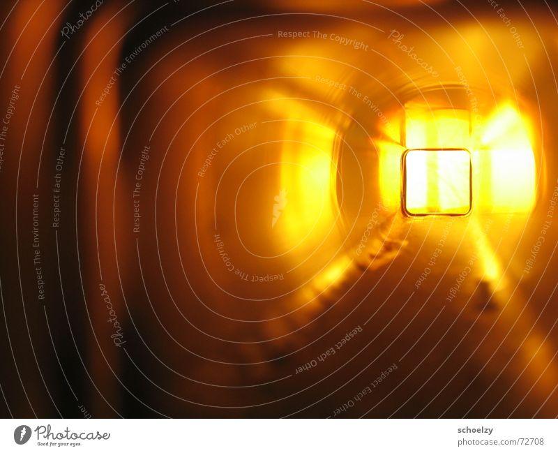 near-death experience Freude gelb Lampe Tod hell orange Perspektive Hoffnung Tunnel Leiter Flucht Rettung Geburt London Underground Erkenntnis Fluchtpunkt
