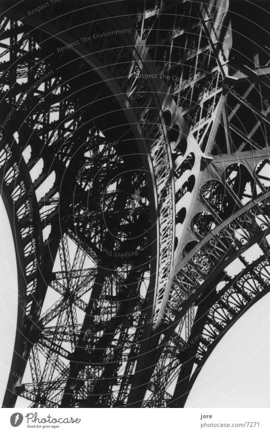 La tour Tour d'Eiffel Paris Stahl filigran Architektur Detailaufnahme Schwarzweißfoto elegant