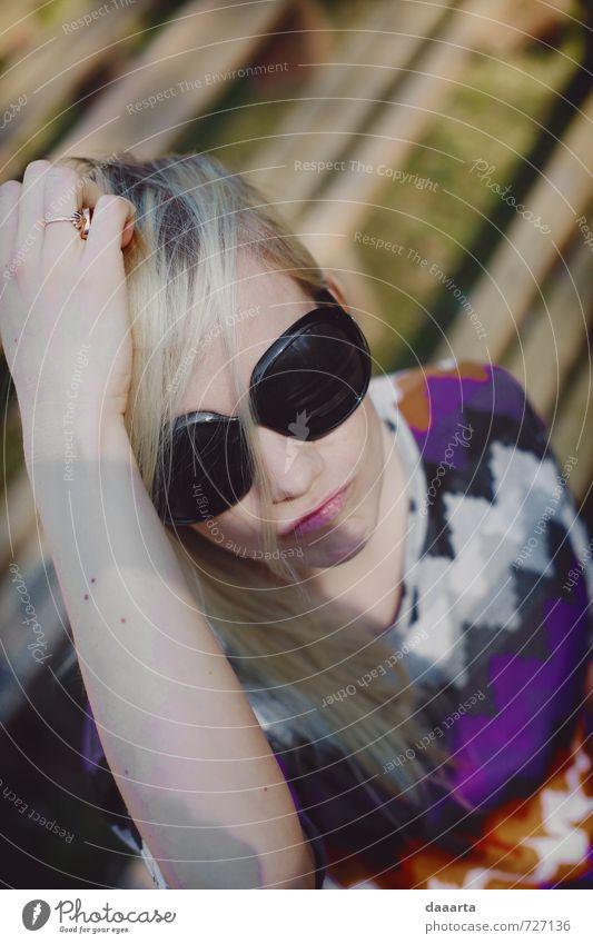 Mensch Frau Jugendliche Ferien & Urlaub & Reisen schön Junge Frau Freude 18-30 Jahre Erwachsene feminin Freiheit Gesundheit Feste & Feiern Lifestyle glänzend elegant