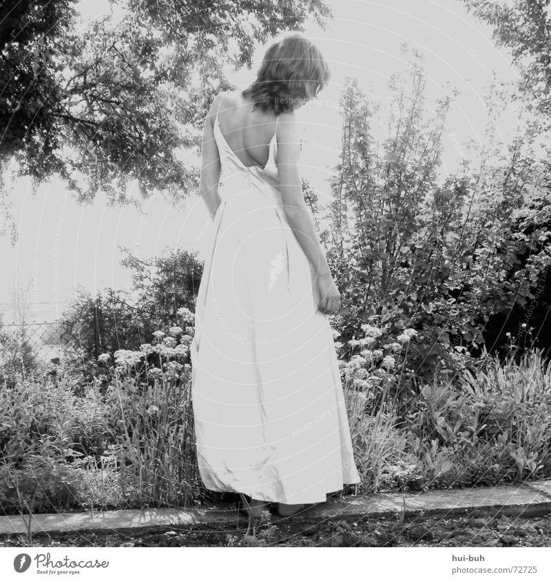 das märchenmädchen °100 Mensch Natur schön Baum Pflanze schwarz Einsamkeit Garten träumen Haare & Frisuren Landschaft Zusammensein Rücken trist Bild Brunnen