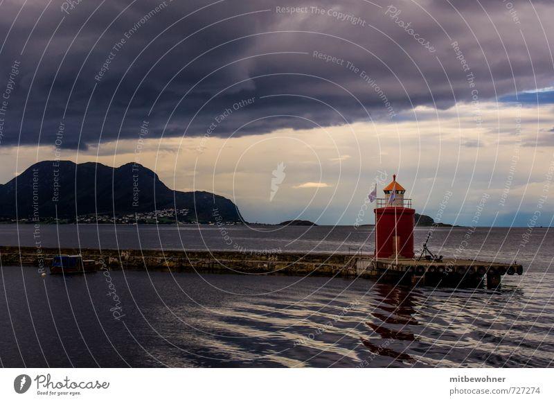 Am Horizont da ist noch Licht Ferien & Urlaub & Reisen Tourismus Ausflug Kreuzfahrt Insel Landschaft Wasser Himmel Gewitterwolken Sommer Wetter Wind Küste Fjord