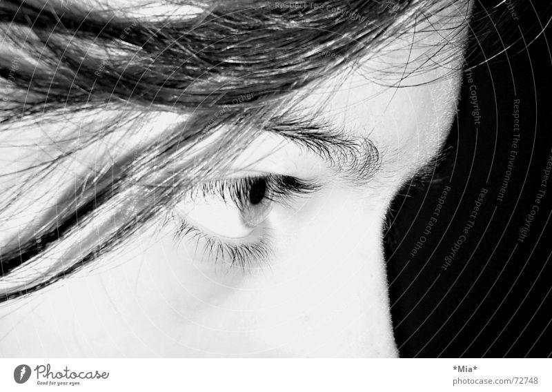 Augen auf! dunkel schwarz weiß Nacht Blick Schatten Momentaufnahme
