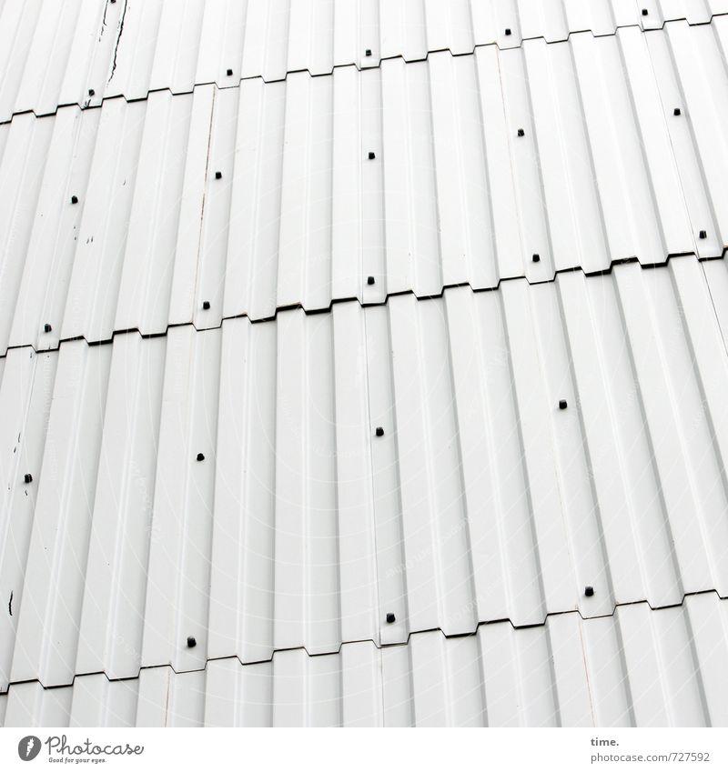 Bildungsstätte Halle (Saale) Bauwerk Gebäude Mauer Wand Blech Niete Lamelle Oberflächenstruktur Fuge Metall hell Design Langeweile modern nackt Ordnung skurril