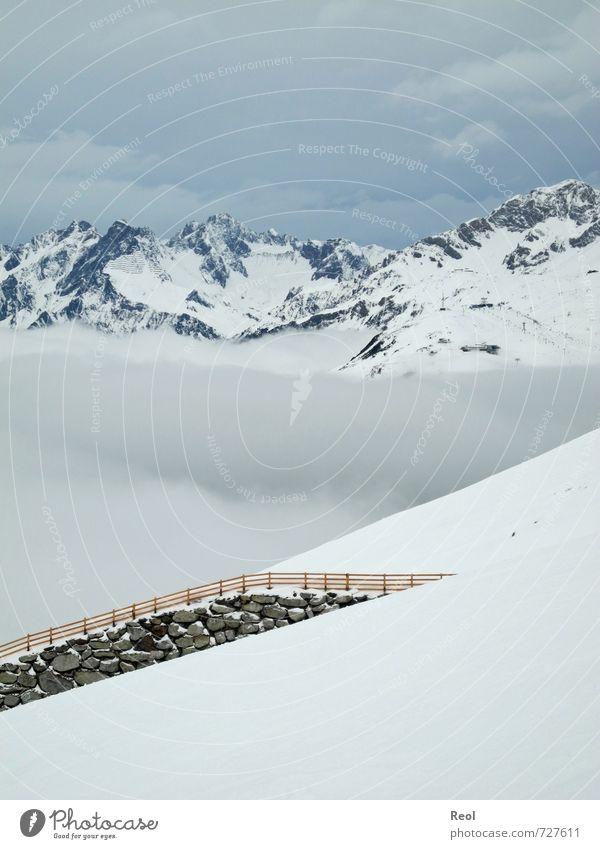 Zwischen den Wolken weiß Landschaft Wolken Winter Berge u. Gebirge kalt Umwelt Schnee Sport Eis Fitness Urelemente Gipfel Frost Alpen Schneebedeckte Gipfel