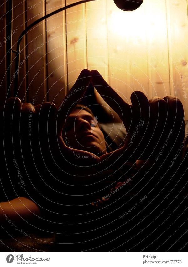 Durchblick Porträt Mann Dreieck cl-audio licht/schatten hell/dunkel nah/fern aufnahme