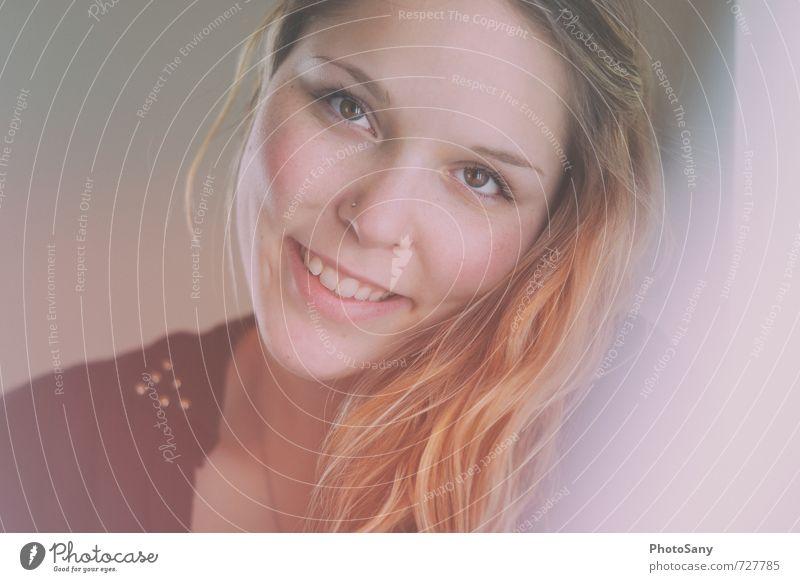 wen ich strahle. Mensch Jugendliche Junge Frau 18-30 Jahre schwarz Erwachsene Gesicht Auge Gefühle feminin Haare & Frisuren Glück lachen rosa orange leuchten