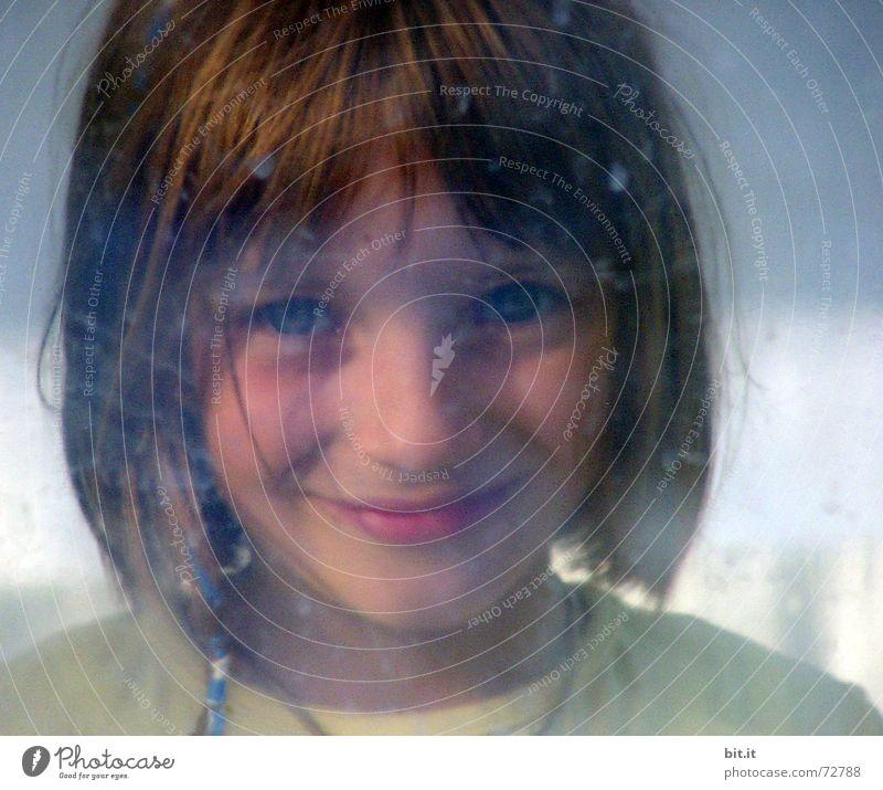 No rain <> No tears Mädchen 3-8 Jahre Porträt Kindergesicht Blick in die Kamera Unschärfe Anschnitt Bildausschnitt direkt Freundlichkeit schön positiv