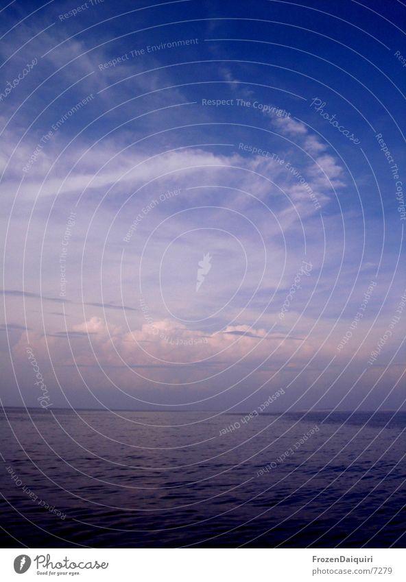 Adria-Nachmittagshimmel Kroatien Wolken Sonnenlicht Meer Segeln rosa Himmel Kontrast blau hell/dunkel sailing blue sky croatia clouds sunlight sea contrast