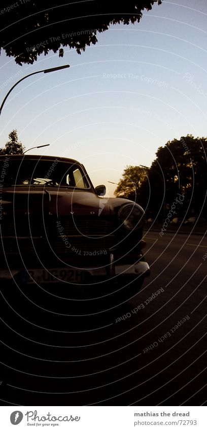 der rote blitz Verkehrsmittel KFZ Oldtimer Sonnenuntergang Laterne PKW alt altes auto Straße wedding Himmel volvo Stolz