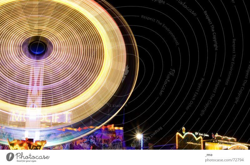 Freudentaumel Geschwindigkeit mehrfarbig Nacht Oktoberfest laut Jahrmarkt Fahrgeschäfte Beleuchtung schreien Langzeitbelichtung schwindelig karussel