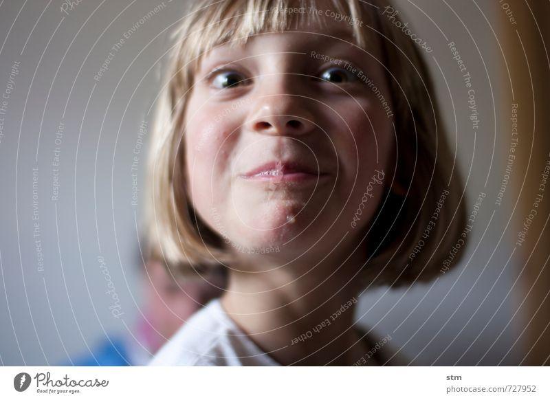 räubertochter Mensch Kind Mädchen Freude Leben Gefühle feminin Haare & Frisuren Kopf Stimmung Familie & Verwandtschaft Kindheit blond Fröhlichkeit Coolness