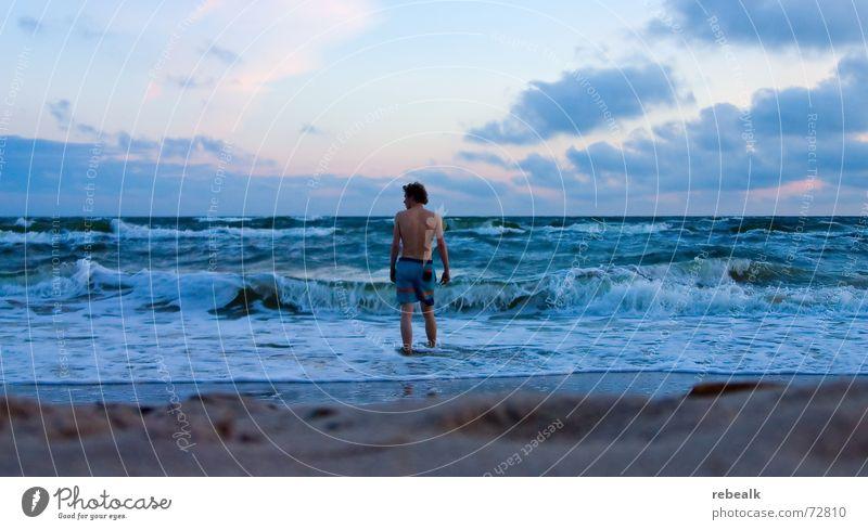 Ostsee 5.30 Jugendliche Wasser blau Meer Ferien & Urlaub & Reisen Sommer Strand Einsamkeit Ferne Leben kalt Freiheit Küste Wellen Kraft Haut