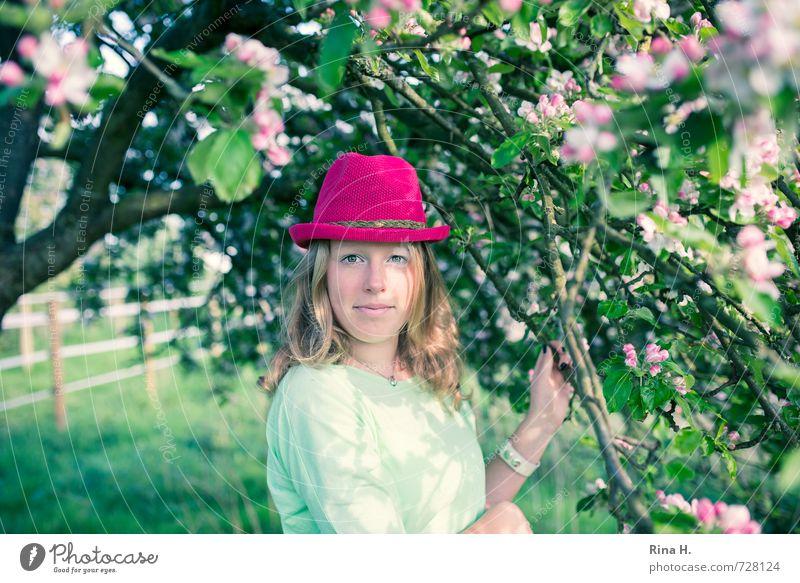 Pink II Mädchen Junge Frau Jugendliche Leben 1 Mensch 13-18 Jahre Kind Frühling Schönes Wetter Baum T-Shirt Hut blond langhaarig Blühend Lächeln stehen trendy