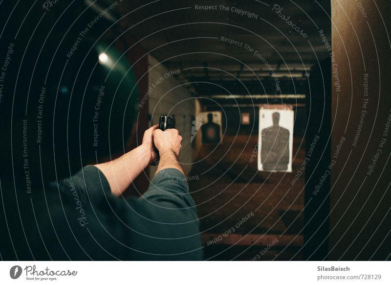 Schützenhaus Freizeit & Hobby schießen Zielscheibe Sportveranstaltung Preisverleihung Schießbude Schießsport Sportstätten maskulin Mann Erwachsene Körper Kopf 1