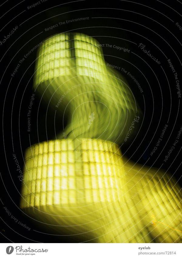 Ufo-Starthilfe Licht UFO schwarz Nacht gelb dunkel Geister u. Gespenster Industriefotografie Show Lightshow Monster light space spaceship glass glassbausteine