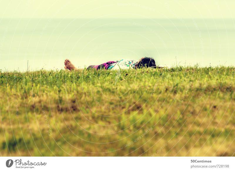 Sonnenbaden im Grünen Jugendliche Ferien & Urlaub & Reisen Mann Einsamkeit Erholung ruhig Freude Junger Mann Ferne Erwachsene Wiese Freiheit Glück Gesundheit