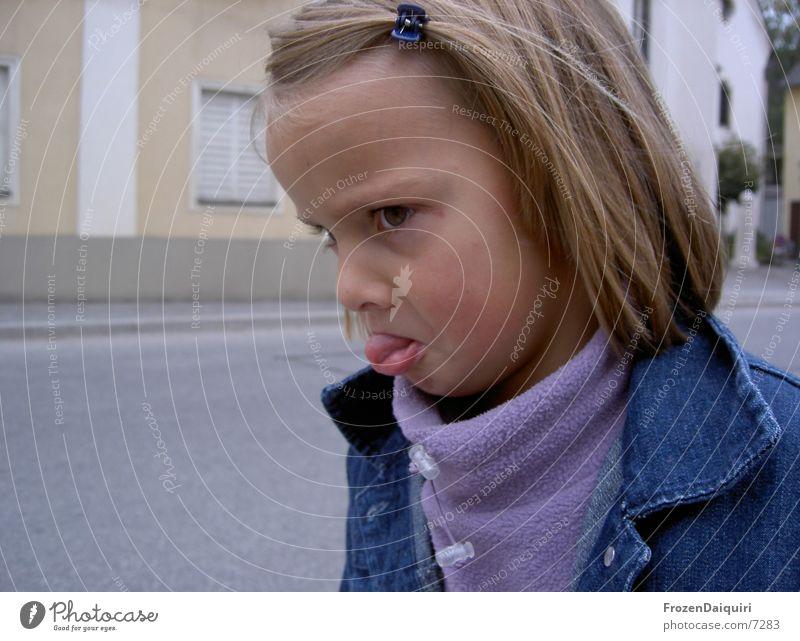 bin beleidigt! Kind Mädchen Gesicht blond klein Gesichtsausdruck Grimasse grimmig