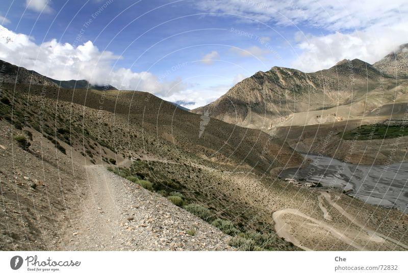 Nepalsommer: Weg ins Tal Himmel Natur schön Ferien & Urlaub & Reisen Wolken Ferne Leben Freiheit Berge u. Gebirge Wege & Pfade Zufriedenheit hoch wandern groß