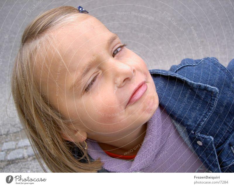 geh bitte! Kind Mädchen Gesicht blond klein verrückt Gesichtsausdruck Grimasse