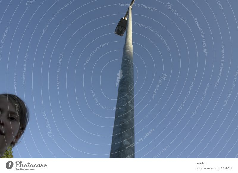 2 Leuchten Himmel blau Lampe hell Zukunft Mitte Laterne Straßenbeleuchtung klug PISA-Studie