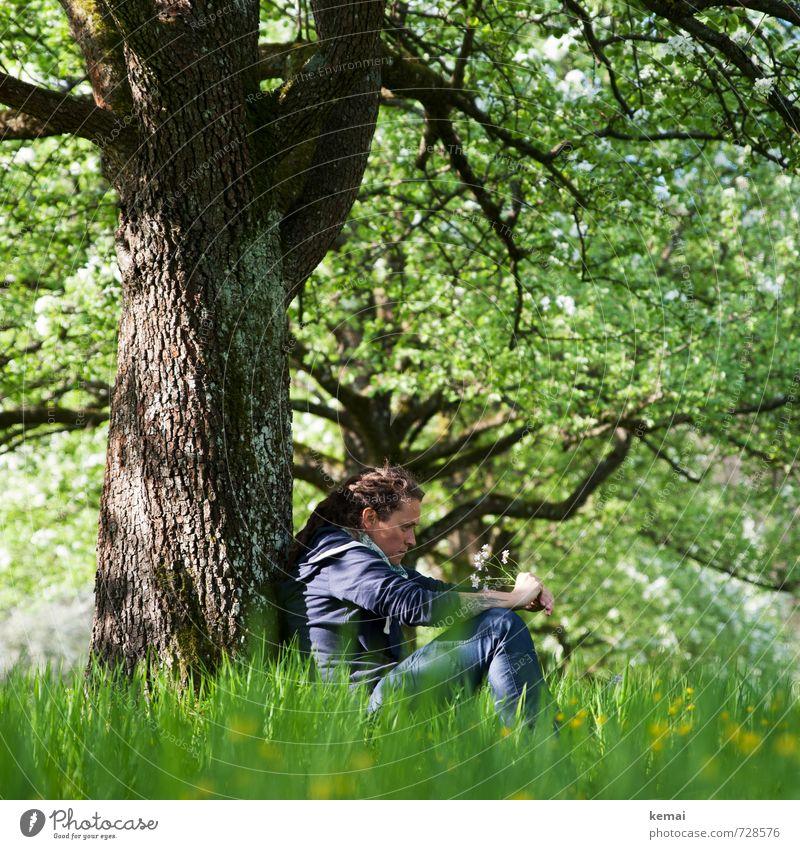 Grüne Hölle Mensch Frau Natur Jugendliche grün Pflanze Baum Einsamkeit Blume 18-30 Jahre Erwachsene Gesicht Leben Traurigkeit Gefühle feminin