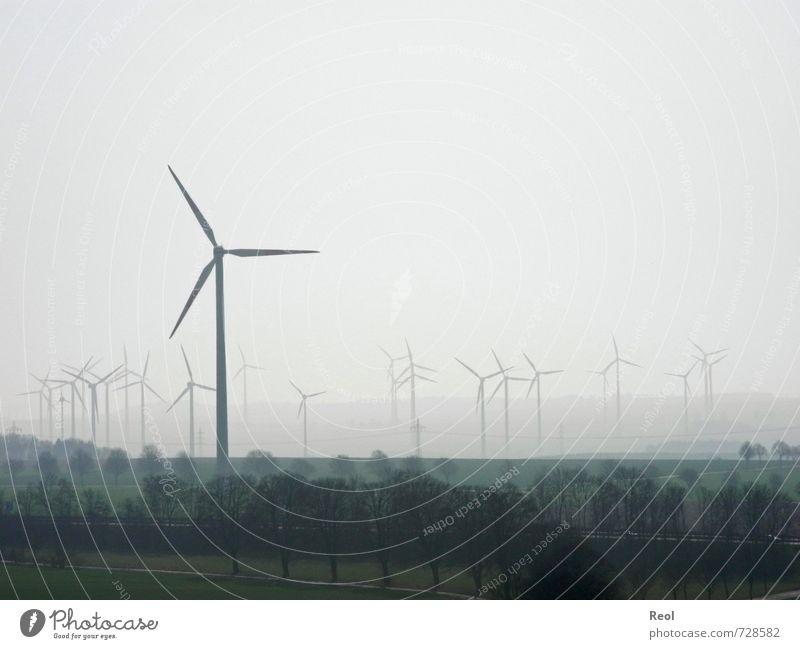Und noch eine Drehung Natur grün weiß Landschaft Wolken schwarz Frühling Arbeit & Erwerbstätigkeit Feld Nebel modern Wachstum Energiewirtschaft