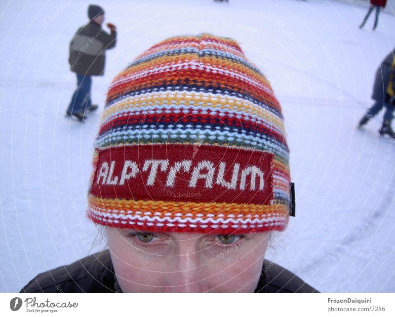 ALPTrAUM mehrfarbig Mütze Schlittschuhlaufen kalt Winter Vogelperspektive Mensch Schriftzeichen Farbe