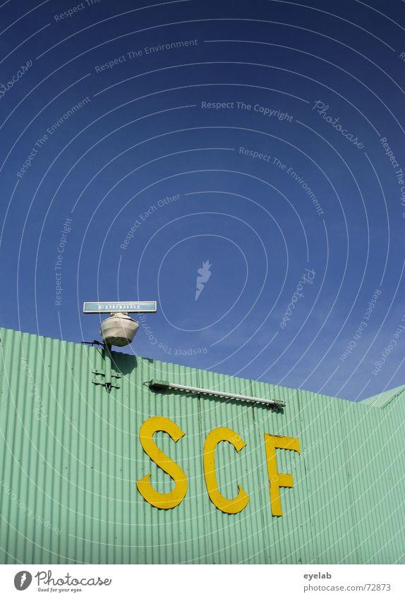 SCF is watching you ! V1.3 türkis gelb Wellblech Radarstation Neonlicht Himmel Lagerhalle Gebäude Industriefotografie Raumfahrt Flugzeug Navigation turquoise
