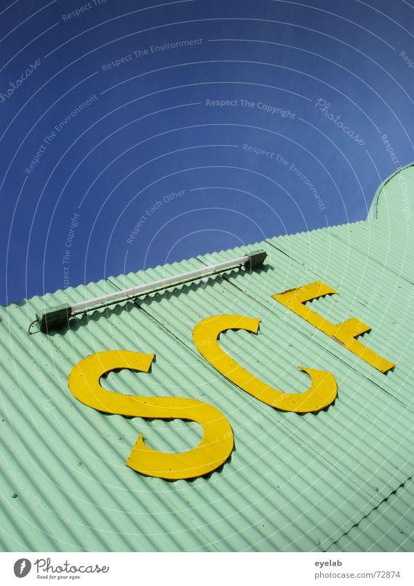 SCF is watching you ! V1.4 türkis gelb Wellblech Radarstation Neonlicht Himmel Lagerhalle Gebäude Industriefotografie Raumfahrt Flugzeug Navigation turquoise