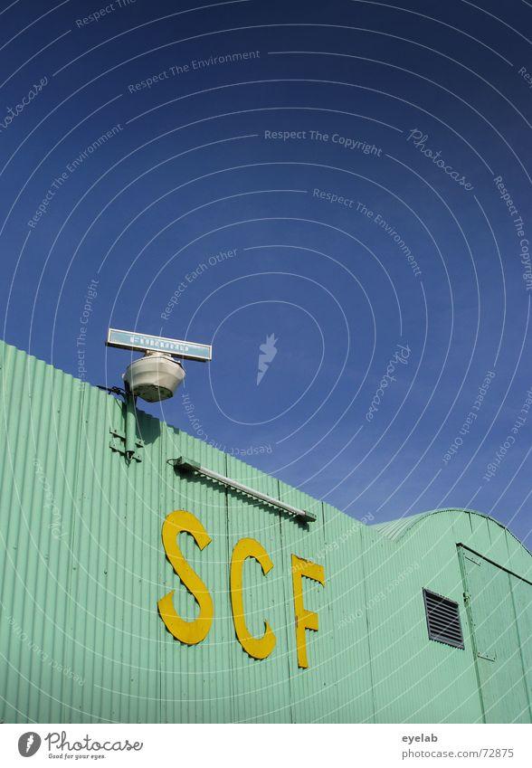 SCF is watching you ! V1.5 Himmel blau gelb Gebäude Wasserfahrzeug Metall Flugzeug Luftverkehr Industriefotografie türkis Lagerhalle Neonlicht Navigation Raumfahrt Wellblech