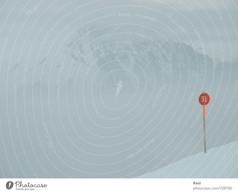 Den Berg hinab weiß rot Wolken Winter Berge u. Gebirge Umwelt Schnee Sport grau Wetter Nebel Klima Hinweisschild Urelemente Gipfel Alpen