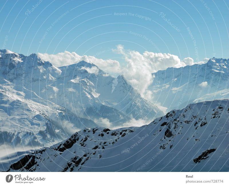 In der Ferne Skipiste Umwelt Natur Landschaft Urelemente Wasser Himmel Wolkenloser Himmel Sonne Winter Wetter Schönes Wetter Eis Frost Alpen Berge u. Gebirge