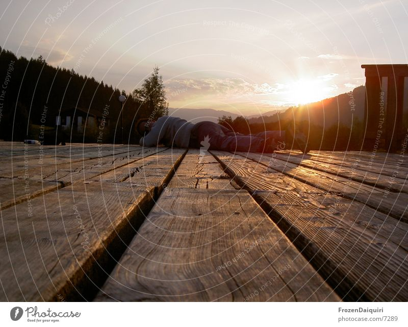 >>Brixener Steg<< die Zweite Teich See Junge Frau Bundesland Tirol Österreich Freizeit & Hobby Wasser Berge u. Gebirge sonneuntergang liegen Mensch Tal