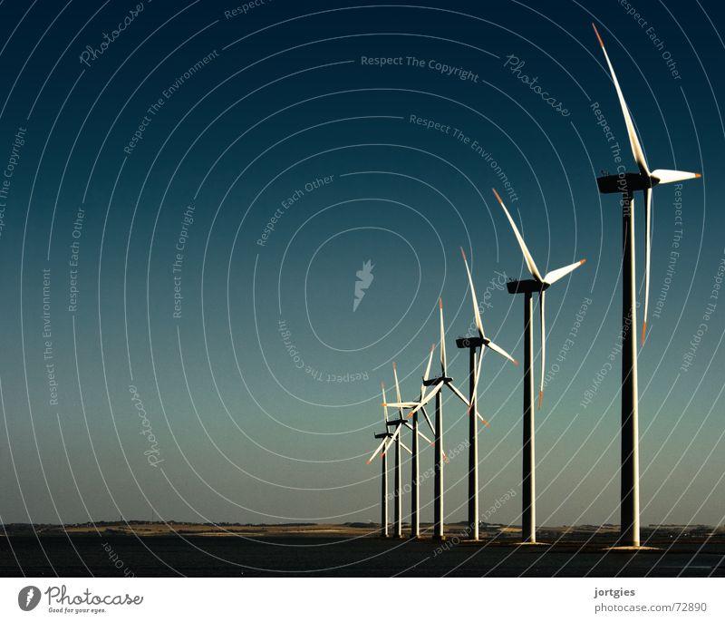 Abends am Fjord #2 Energie Kraft Küste dreckig Wind Umwelt Industrie Energiewirtschaft Technik & Technologie Klima Sauberkeit Windkraftanlage Elektrizität Erdöl