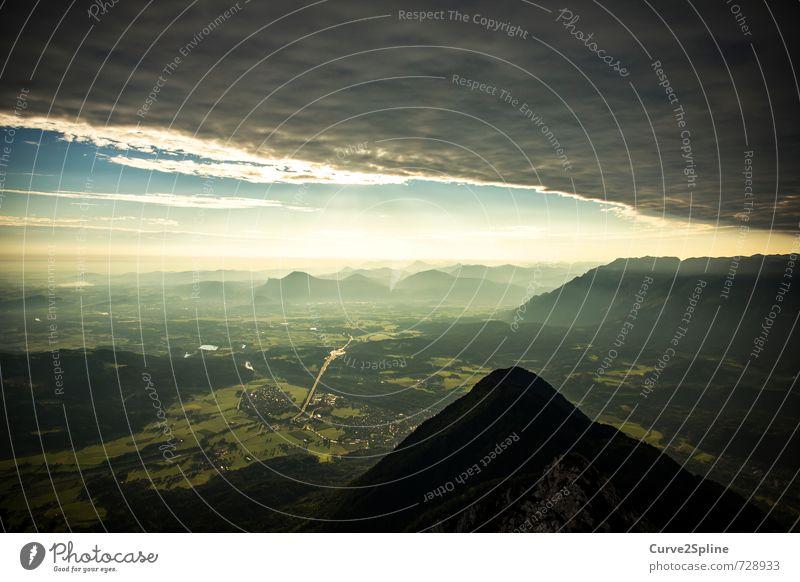 Wetterumschwung Natur Urelemente Himmel Wolken Gewitterwolken Unwetter Nebel Hügel Alpen Berge u. Gebirge bedrohlich dunkel Tal Schneebedeckte Gipfel Aussicht