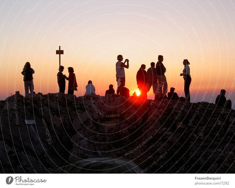 Traunstein Bergsteigen wandern Gipfelkreuz Sonnenuntergang rot fertig Unendlichkeit Himmel Wolken Panorama (Aussicht) Berge u. Gebirge Abend Mensch orange