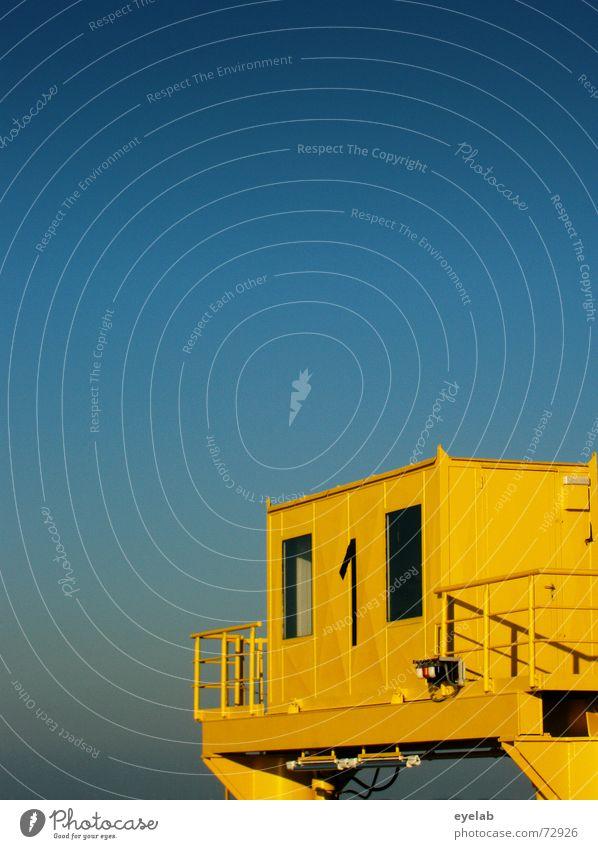YT-1 Shuttle Himmel blau gelb 1 Fenster Gebäude Wasserfahrzeug Metall Flugzeug Luftverkehr Aussicht Hafen Weltall Stahl Navigation