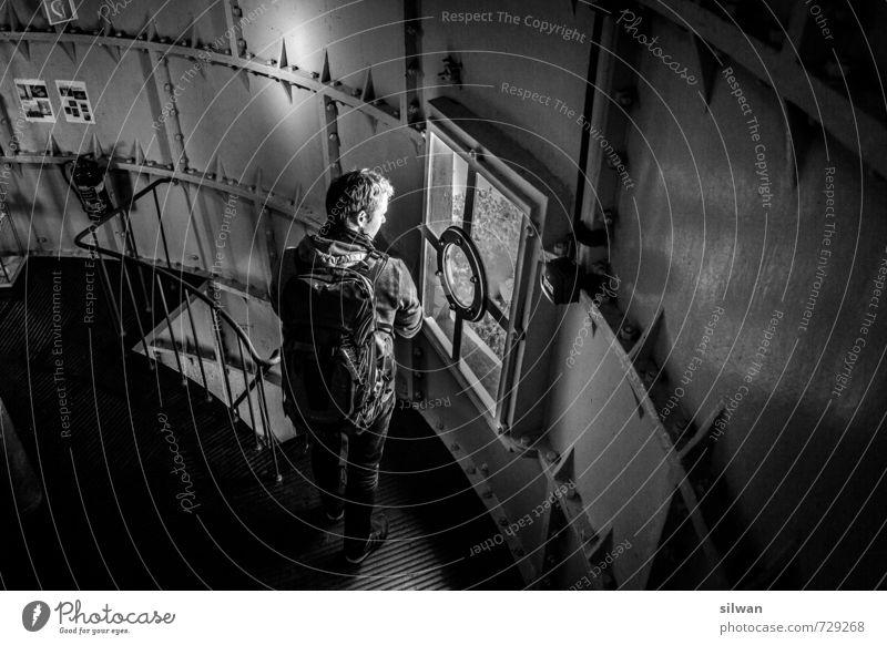 inside the lighthouse Mensch Jugendliche Ferien & Urlaub & Reisen weiß Einsamkeit 18-30 Jahre schwarz kalt Erwachsene Fenster grau maskulin Treppe warten Tourismus Insel