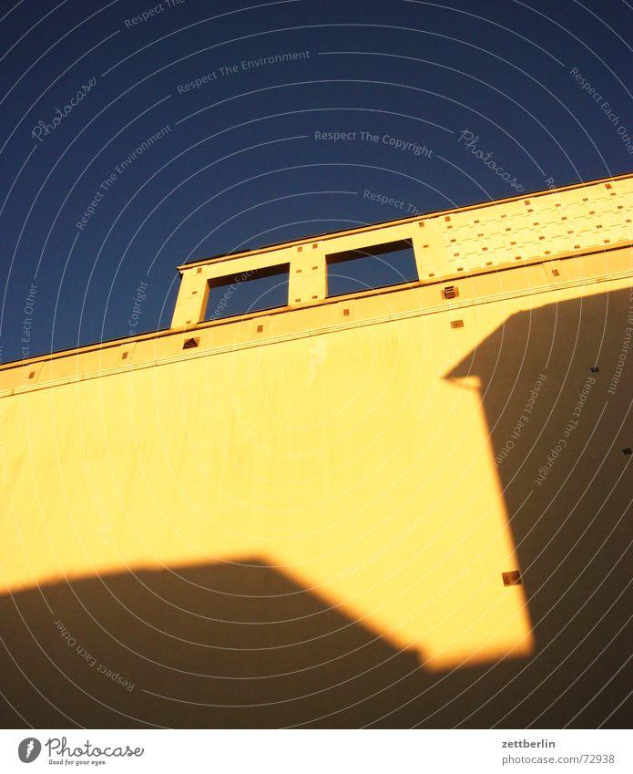 Zeichentrick Fassade Fenster Führerhaus Dampflokomotive Hund Hundekopf Wasserfahrzeug Perspektive Himmel Auge Schatten danke carlitos danke judi roboterhund