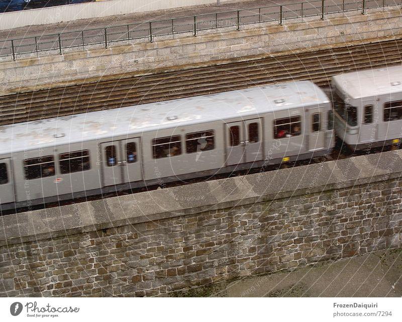 ...sub-a-way... Schnee grau nass Beton Verkehr Geschwindigkeit Gleise U-Bahn Wien Öffentlicher Personennahverkehr