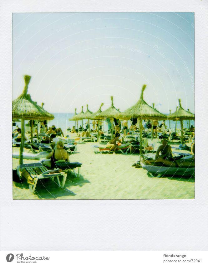 beachlife 2 Sonne Meer Strand Wolken Erholung Freiheit Sand Wellen laufen Haut Sonnenschirm Barfuß Salz Gischt Polaroid Mallorca