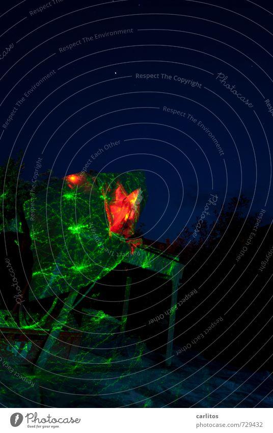 Was ist DAS denn ?!? Schönes Wetter ästhetisch blau rot grün Laser Startrampe Hexe Farbfoto mehrfarbig Außenaufnahme Experiment Menschenleer Textfreiraum oben